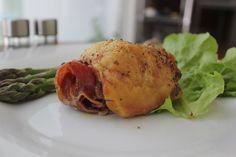 Pollo relleno de jamón serrano y queso de cabra de Gabriela Ascencio #pollo #relleno #jamonserrano #jamon #serrano #quesodecabra #queso #cabra #diy #platillo #chef #easy #receta #recetasitacate #itacate #aniversario #fiestas #ligth