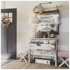 As soon as she spotted that farmer's market sign, Janna Allbritton knew it would be the perfect entryway piece for fall. She also loves the unexpected beauty found in the weathered dresser. Industrial Farmhouse Decor, Farmhouse Chic, Country Decor, Rustic Decor, Rustic Entry, Shabby, Autumn Home, My Living Room, Decoration