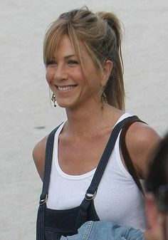 Check out production photos, hot pictures, movie images of Jennifer Aniston and more from Rotten Tomatoes' celebrity gallery! Peinados Jennifer Aniston, Jennifer Aniston Pictures, Jennifer Aniston Style, Jennifer Aninston, Dumb Blonde Jokes, Marley And Me, Celebrity Gallery, Trendy Hairstyles, Hair Makeup