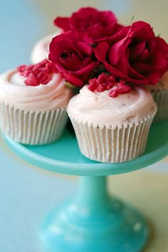 imagine frosted with the same color light pink but creating petals instead of swirling the icing with a spatula...one work beautiful