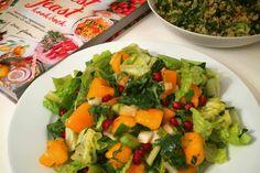 Salade met kaki fruit en granaatappel