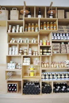 Présentation et produits artisanaux de l'épicerie