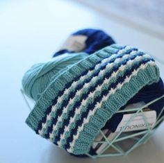 Daisypannebånd - perfekt til restegarn! Gratis oppskrift Knitted Hats, Diy And Crafts, Knitting, Crochet, Pattern, Blog, Tejidos, Weaving, Threading