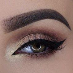 Cats eye bridal makeup