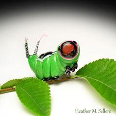 Cerura vinula. Puss Moth Caterpillar sculpted from molten glass by Heather Sellers. #heathersellers #caterpillar #glass