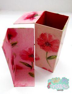 #CajasAD #pink Creación de caja de vino pequeña con papel de rosas rosadas fuertes y con caja dentro secreta!