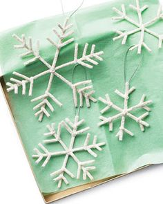 Pipe cleaner snowflake crafts