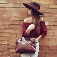 15colgadasdeunapercha_fall_otoc3b1o_burgundy_burdeos_hombros_shoulders_blusa_carolina_styloveclothing_mocasines_loafers_pamela_poncho_carla_kissler_2.jpeg (584×584)