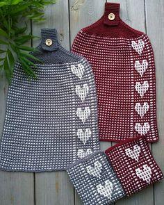 Sett med håndklær og kjøkkenkluter 🖤🖤🖤 Teknikken er, som vanlig, vevstrikk. Garnet jeg har brukt er ... #yooying Knitting Patterns Free, Free Knitting, Crochet Patterns, Knitting Projects, Charity, Diy And Crafts, Knit Crochet, Dishcloth, Potholders