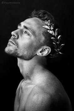 Greek god( hiddleston) slaying everyone with his goy charm ... Inn love with Tom hiddleston#