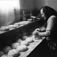 the history of bread in Greece Old Pictures, Old Photos, Vintage Photos, Black N White Images, Black And White, Heroic Age, Bread Shop, Vintage Italy, The Son Of Man