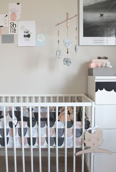 Pinnasängyn pinnasuoja on ollut yksi monista tulevalle vauvalle hankittavista asioista. Vanhemmilla lapsillani oli samaisessa pin...