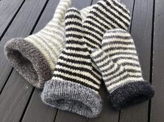 Luffe is not an ordinary mitten…it have something speciel. A unique thumb gusset. Knitted Mittens Pattern, Knit Mittens, Knitted Gloves, Knitting Patterns, Knitting For Kids, Knitting Projects, Hand Knitting, Fingerless Mittens, Knitting Accessories