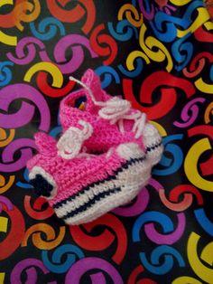 Converse de ganchillo #converse #ganchillo #crochet #bebé #diy #hazlotúmisma #laboresenlaluna