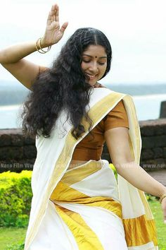 Exclusive stunning photos of beautiful Indian models and actresses in saree. Indian Long Hair Braid, Braids For Long Hair, Indian Film Actress, Indian Actresses, Costumes Around The World, Kerala Saree, Tamil Girls, Most Beautiful Indian Actress, Beauty Full Girl