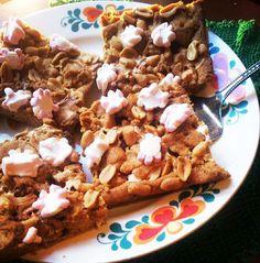 Uutukaisin herkkusemme: Maapähkinävoi-suklaa-vaahtokarkki-leivos!