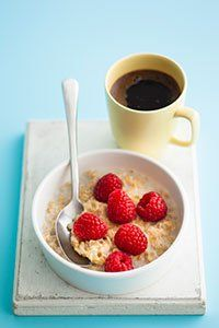 Porridge with raspberries: 15g oats + 100ml skimmed milk. Microwave for 2 minutes. Top with 30g rasberries. Approx 100 calories