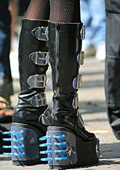 Some excellent Cyber Goth lifts. Very extreme! #boots