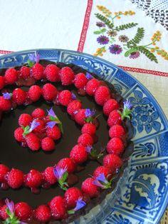 http://delilicias.blogspot.pt/2014/09/tarte-de-chocolate-negro-com-framboesas.html
