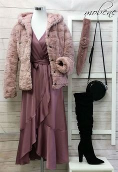 Die Pelzjacke ist wendbar und somit immer passend! Ein Must-Have im Winter! Overall Jumpsuit, Girls, Duster Coat, Tops, Fashion, Sequin Shirt, Two Piece Outfit, Styling Tips, Trousers