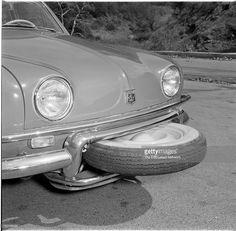 この車、スペアタイヤの出し方が可愛過ぎるということで話題に「その発想はなかった」「よく入ったな」 - Togetterまとめ