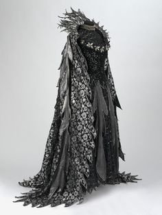 """Fairy Queen"" costume from the 1977 D'Oyly Carte Opera Company production of Iolanthe by Gilbert and Sullivan. Costume designed by Bruno Santini. Mode Inspiration, Character Inspiration, Character Design, Design Inspiration, Fashion Inspiration, Creative Inspiration, Larp, Costume Original, Moda Medieval"
