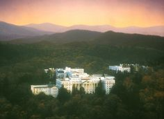 The Greenbrier Resort. Photo: Byways Flashy new boutique hotels are cool and all, but they can't hold a candle to the longevity and history that these classic American resort hotels...