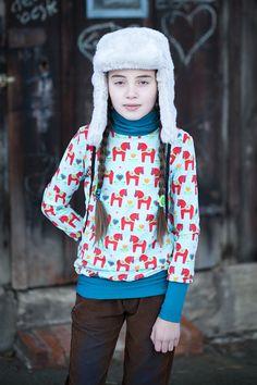 Wunderschönes Rollkragen-Shirt in Grösse 152/158. Gefertigt aus dem schönen Dala Biostoff von Gretelies. Die Bündchen können gekrempelt werden, s...