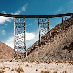 Le Viaduc La Polvorilla, dans la province de Salta, traversé par le fameux Train des Nuages, à 4220 mètres d'altitude. Il aurait inspiré une certaine bande dessinée... Laquelle, à votre avis ? Indice: Un reporter et son chien :)