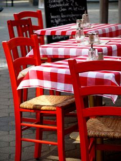 love the checked tablecloths and the red chairs