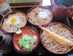 本別町『東家』割子蕎麦 プリプリのエビ天、舞茸と大根おろし、トロロと鶉の卵の3皿。見た目より蕎麦の量が多い! Google+