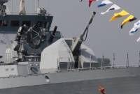 """artillería naval »Página 4A190 """"universal"""" - un sistema de a bordo de artillería universales, creado por los diseñadores de la Nizhny Novgorod """"CRI"""" Petrel """"(jefe de diseño de A. P. Rogov). Está disponible comercialmente en dos variantes, que difieren de cierre escudo hacia el exterior. A190E - torre A190-01 estándar - la torre se hace de la tecnología """"stealth"""". El desarrollo del sistema se inició en la década de 1990. Características de diámetro - 100 mm Sistemas de artillería de peso - 15…"""