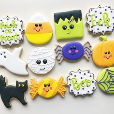 Halloween Cookies Decorated, Halloween Sugar Cookies, Halloween Desserts, Halloween Cakes, Halloween Treats, Halloween Goodies, Halloween Stuff, Decorated Cookies, Fall Cookies