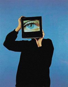 Coeval Magazine diary relating monographic visual stories, gathering selected artists which reflect a distinctive imaginary through art, photography and fashion. Blue Aesthetic, Aesthetic Photo, Aesthetic Pictures, Nam June Paik, Arte Peculiar, Plakat Design, Ex Machina, Wow Art, Retro Futurism