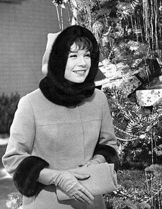 Shirley Maclaine Christmas Past, Merry Christmas And Happy New Year, Christmas Music, Vintage Christmas, Merry Xmas, Vintage Hollywood, Classic Hollywood, Pin Up, Vintage Year
