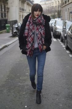 ★ Rock 'n' Roll Style ★ Jeanne Damas checked scarf Stylish Street Style, Parisian Chic Style, Casual Chic Style, Denim Fashion, Paris Fashion, Girl Fashion, Winter Fashion, Soft Grunge, Style Français