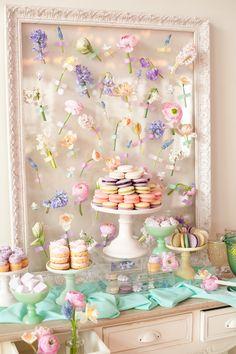 decoração em volta do buffet de sobremesa