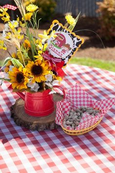 Cowboy + Cowgirl Them ed Joint Birthday Party {Ideas, Decor, Planning} Rodeo Party, Cowboy Theme Party, Cowboy Party Centerpiece, Western Party Centerpieces, Western Table Decorations, Country Party Decorations, Rodeo Birthday, Cowboy Birthday Party, Farm Birthday