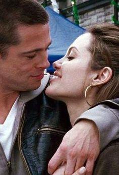 """Mr. & Mrs. Smith"" (2005) - Angelina Jolie (Jane Smith) & Brad Pitt (John Smith)"
