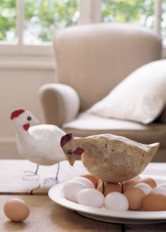 Des poules décoratives en papier et fil de fer / Easter http://www.marieclaireidees.com/,des-poules-decoratives-en-papier-et-en-fil-de-fer,2610153,40481.asp