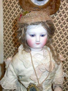 Parisienne with a wooden body in size 4, all original (Odin collection - Musée de la Poupée-Paris)