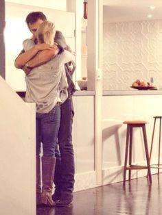 Offspring season 2 - Nina and Patrick Tv, Season 2, 10 Years, Boho Fashion, Touch, Style Inspiration, Actors, Heart, Pants