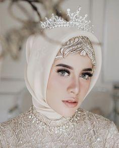 Bridal hijab wedding veils beautiful 42 ideas for 2019 Muslimah Wedding Dress, Muslim Wedding Dresses, Muslim Brides, Muslim Couples, Bridal Hijab, Hijab Bride, Bridal Gowns, Wedding Veils, Wedding Wear