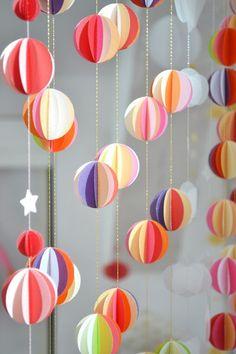 la d couverte etsy du mercredi guirlande b b en papier montgolfi re pastel cr me et origami. Black Bedroom Furniture Sets. Home Design Ideas