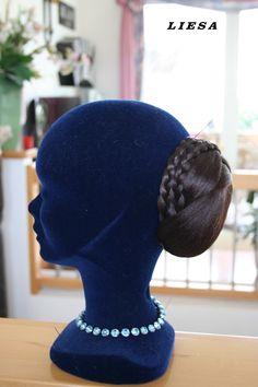 Haarteil Riding Helmets, Beanie, Hats, Fashion, Moda, Hat, Fashion Styles, Beanies, Fashion Illustrations
