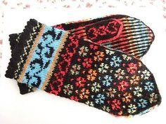 She wanted a pair of mittens to go with her hat. These fair isle mittens are knitted in sock wool in colours matching her hat. Crochet Mittens, Mittens Pattern, Fingerless Mittens, Knitted Gloves, Fair Isle Knitting Patterns, Knitting Charts, Knitting Socks, Hand Knitting, Knitting Machine