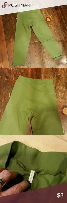 Marie Wright leggings Capri leggings, green color. Made in USA of 90% organic cotton, 10% lycra. Size large but fits me (size 6). Boutique buy. Marie Wright Pants Leggings