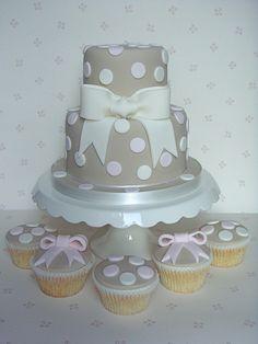Full bow cake