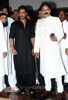 Shah Rukh Khan went the traditional way and was looking nice in a black pathani suit at MLA Baba Siddique's annual Iftaar party. #Style #Bollywood #Fashion #Handsome
