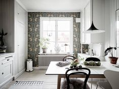 70 Handsome Swedish Decor Style for Your Perfect Summer Kitchen Cabinet Design, Modern Kitchen Design, Dyi, Swedish Decor, Farmhouse Kitchen Decor, Decorating Kitchen, Flower Wall Decor, Modern Wall Decor, Decor Styles